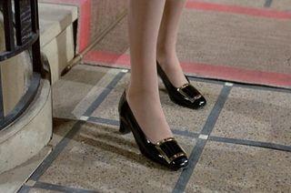 Catherine-Deneuve_Belle-de-Jour_Roger-Viver-shoes-grey-coat.bmp